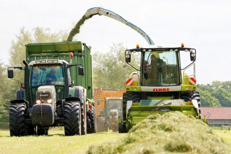 Agrarisch loonwerk grashakselen